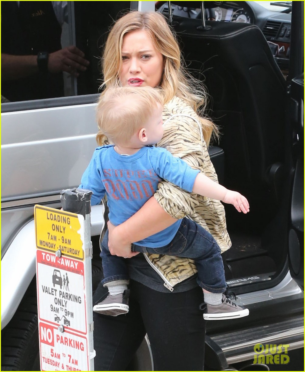 hilary duff babies first class with luca 09