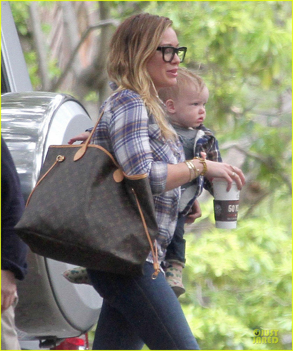hilary duff mike comrie birthday party with luca 23