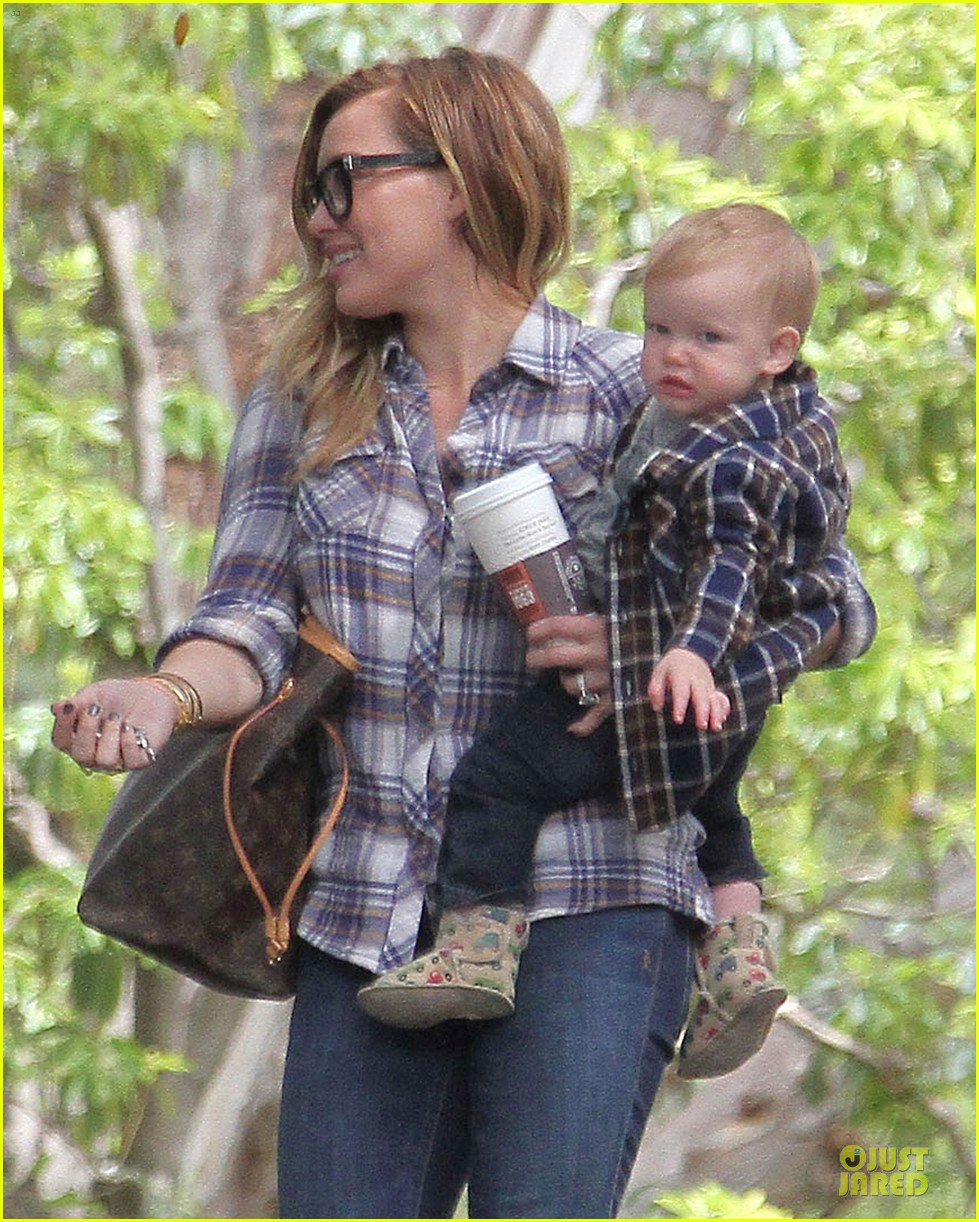 hilary duff mike comrie birthday party with luca 28