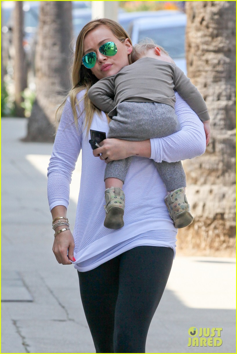 hilary duff la outing with sleepy luca 02