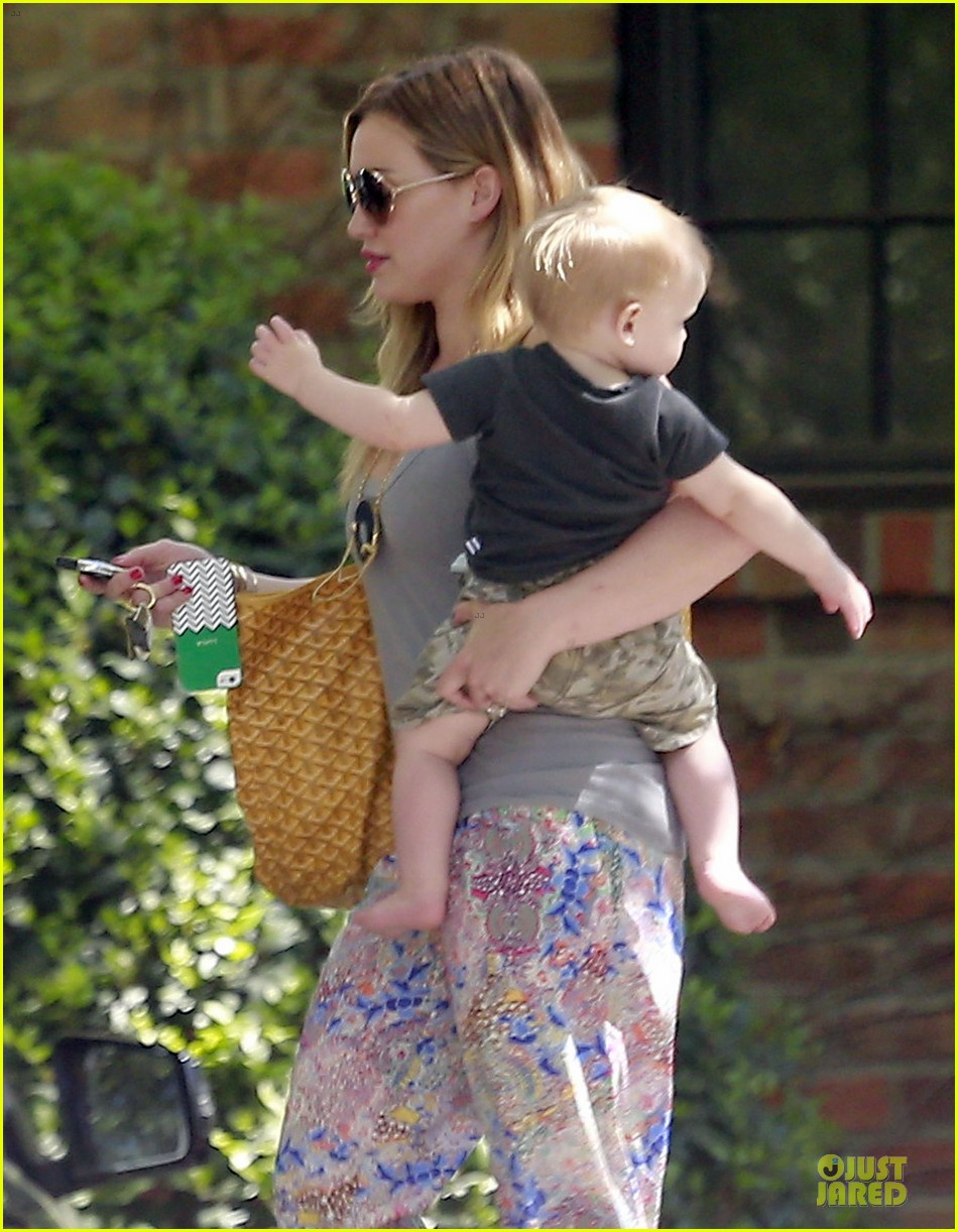 hilary duff plaid breakfast with luca 02