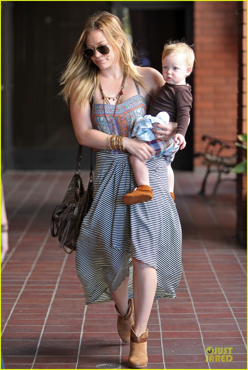 hilary duff plaid breakfast with luca 03