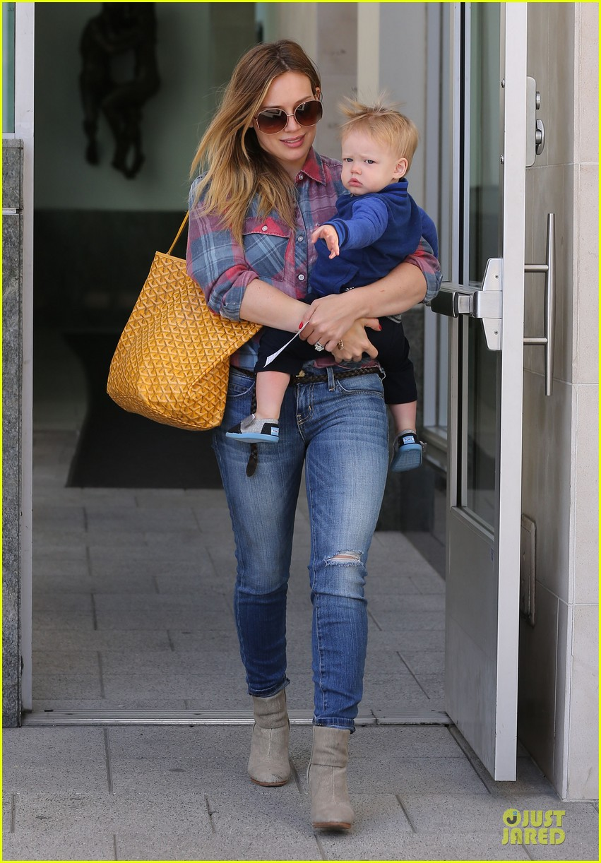 hilary duff plaid breakfast with luca 23