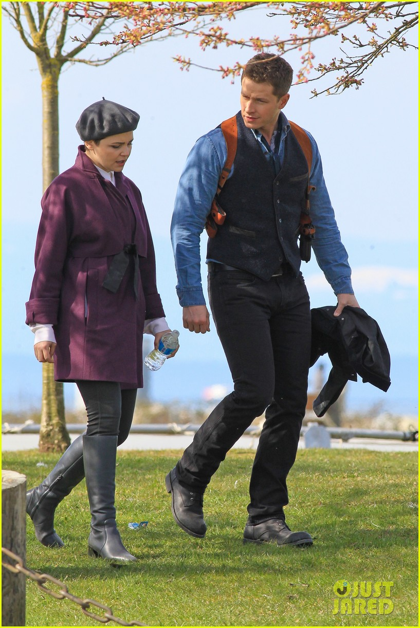 ginnifer goodwin emile de ravin once upon a time set 052839217
