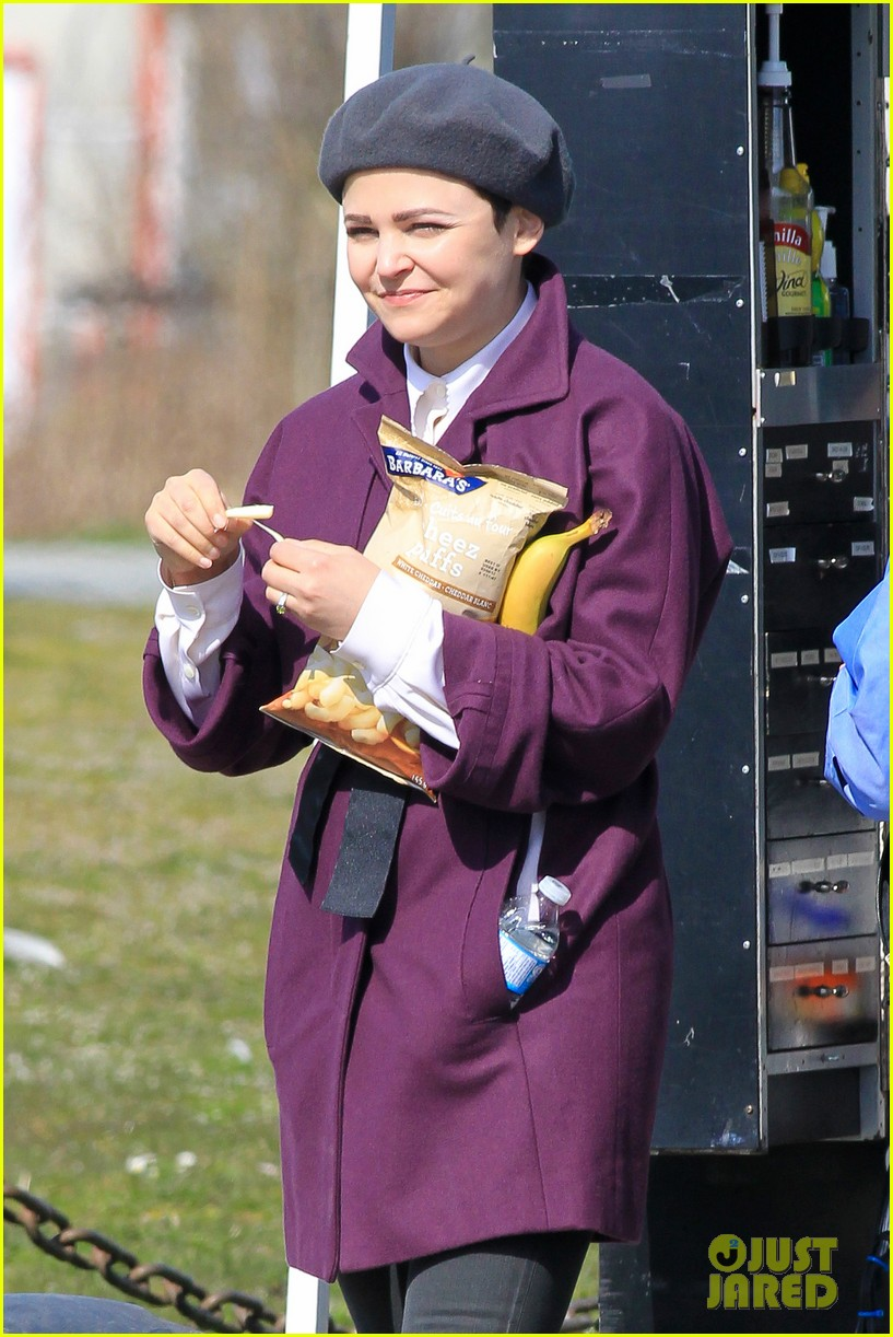 ginnifer goodwin emile de ravin once upon a time set 122839224