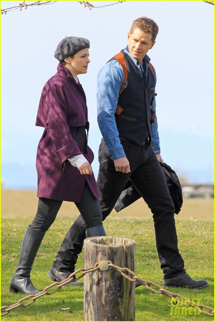 ginnifer goodwin emile de ravin once upon a time set 20