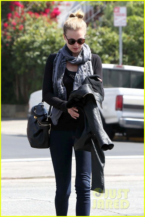 emily vancamp gelsons grocery shopper 242833580