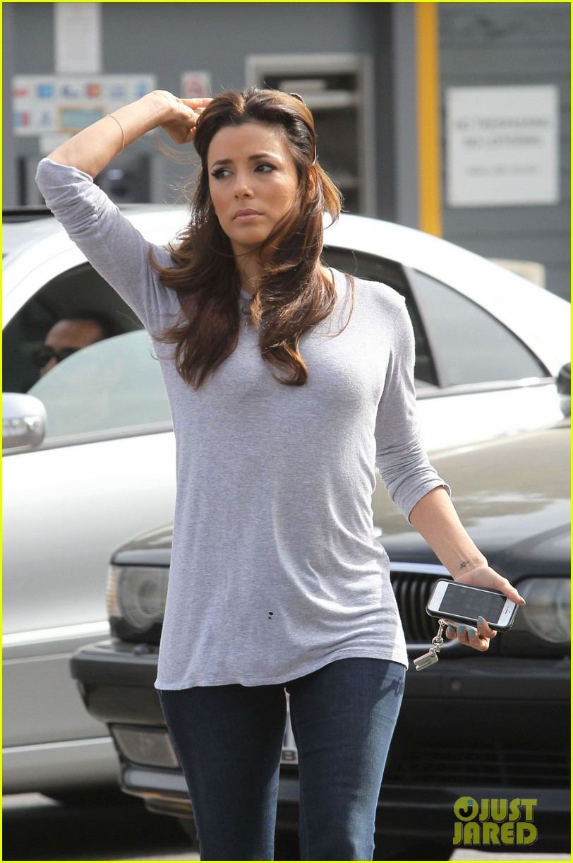 eva longoria support latinas with foundation giving app 042839908