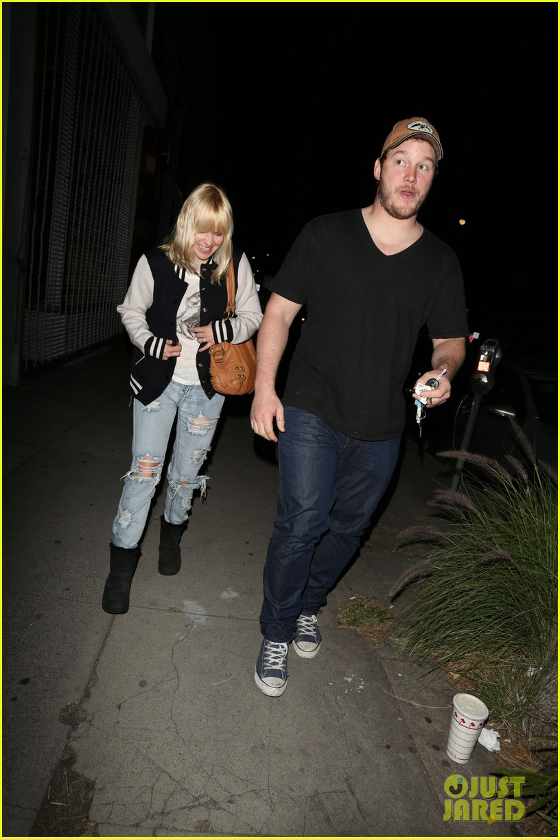 anna faris chris pratt birthday party pair 01