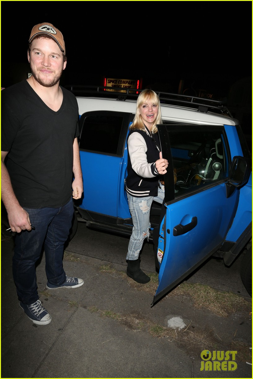 anna faris chris pratt birthday party pair 04