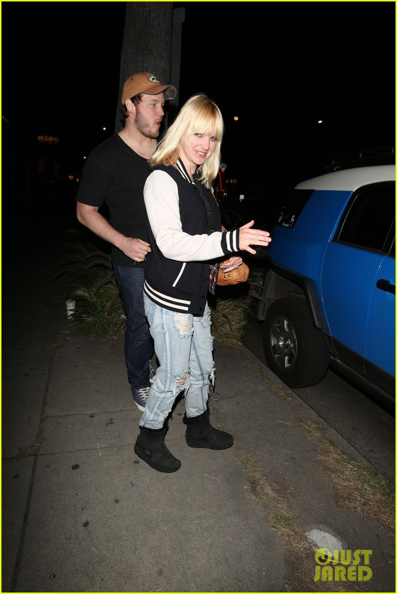 anna faris chris pratt birthday party pair 07