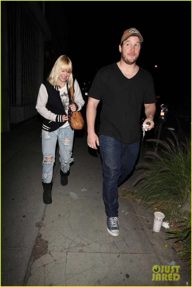 anna faris chris pratt birthday party pair 09