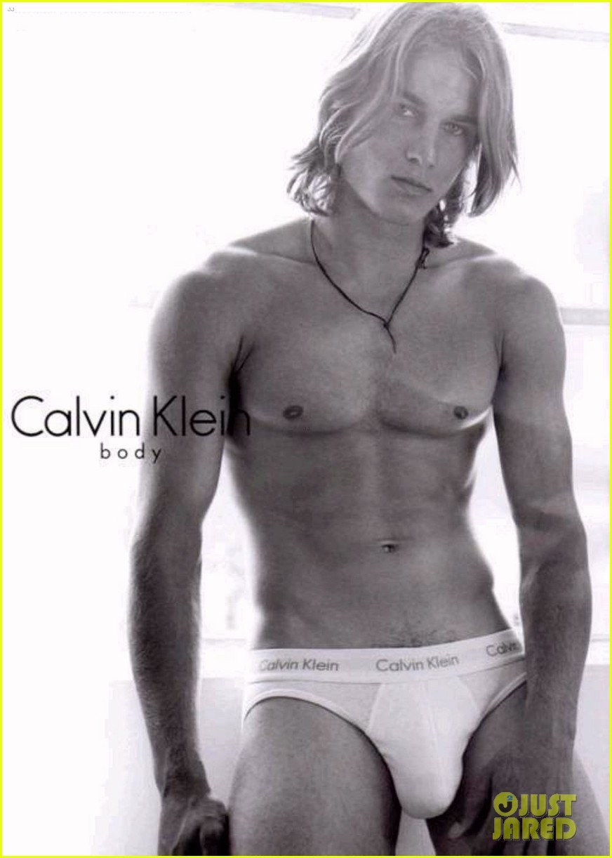 travis fimmel from calvin klein model to vikings star 022840650