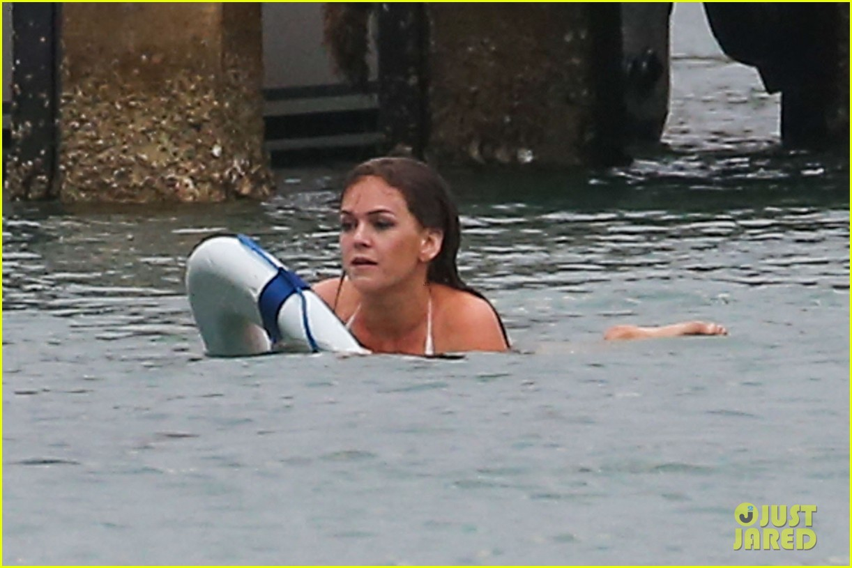 isla fisher bikini babe on untitled elmore leonard project set 02