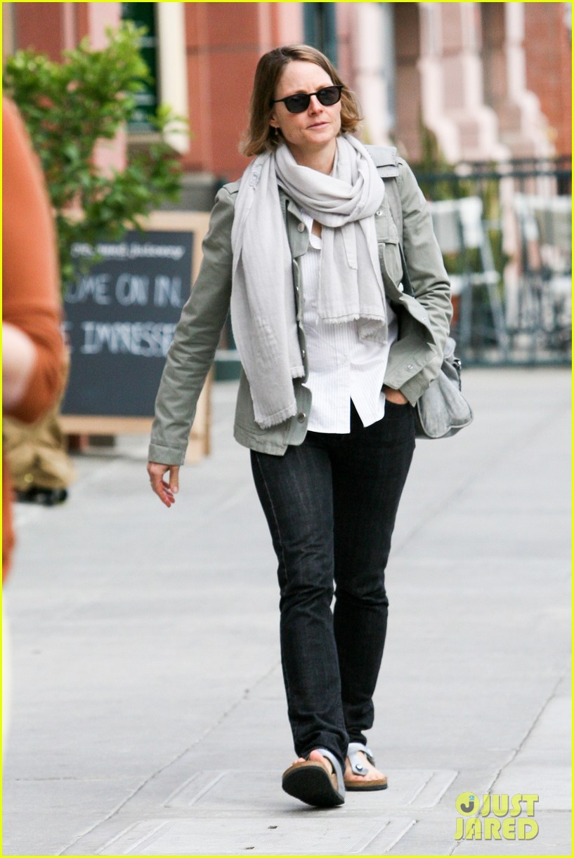 jodie foster errands after tennis match with charlie kit 092826664