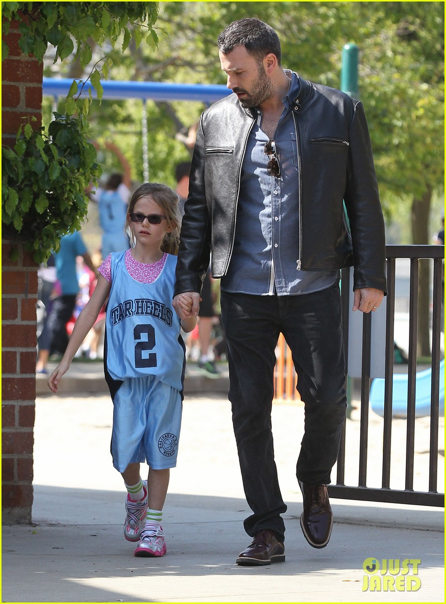 jennifer garner ben affleck violet basketball game 112836820