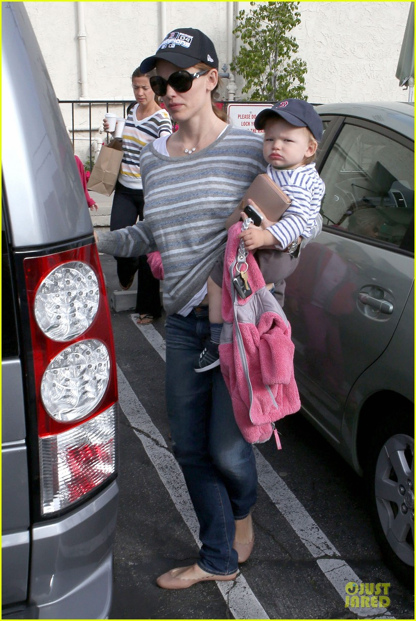 jennifer garner huckleberry breakfast with the kids 102840448