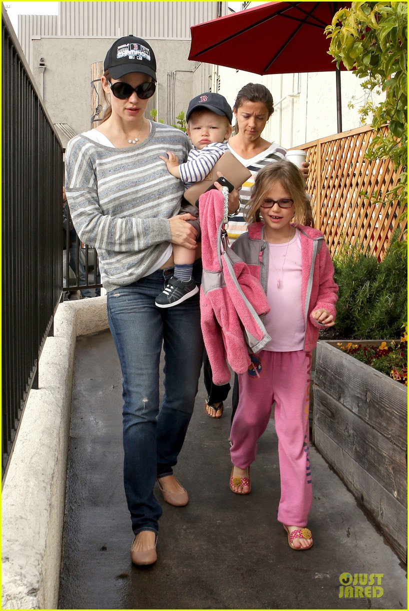 jennifer garner huckleberry breakfast with the kids 112840449