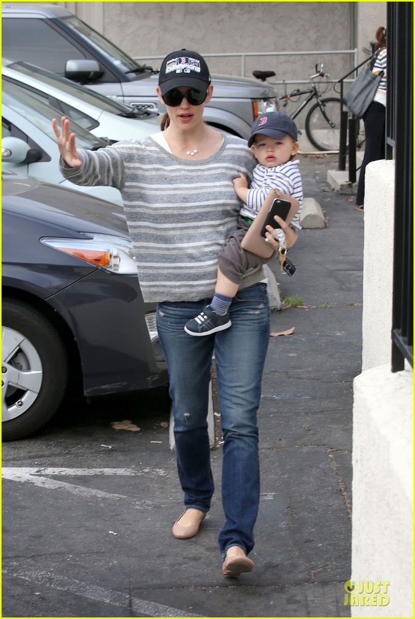 jennifer garner huckleberry breakfast with the kids 132840451