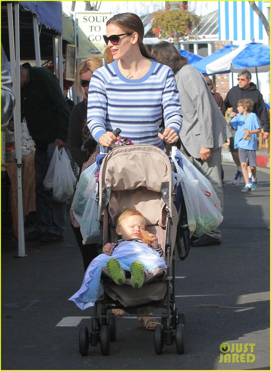 jennifer garner ben affleck farmers market family 13