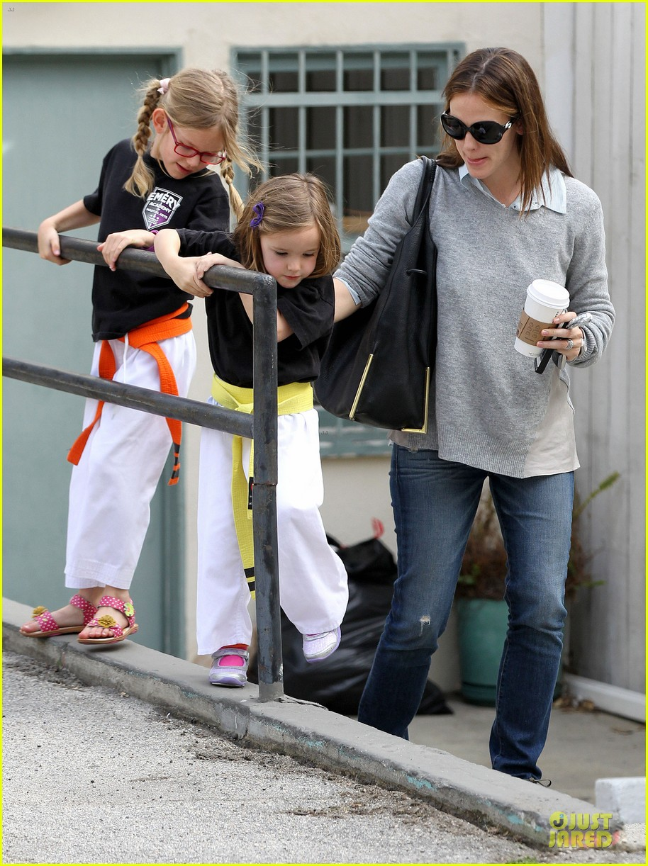 jennifer garner tavern girls night after day with the kids 072840065