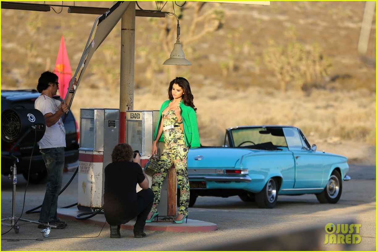 selena gomez photo shoot in the desert 30