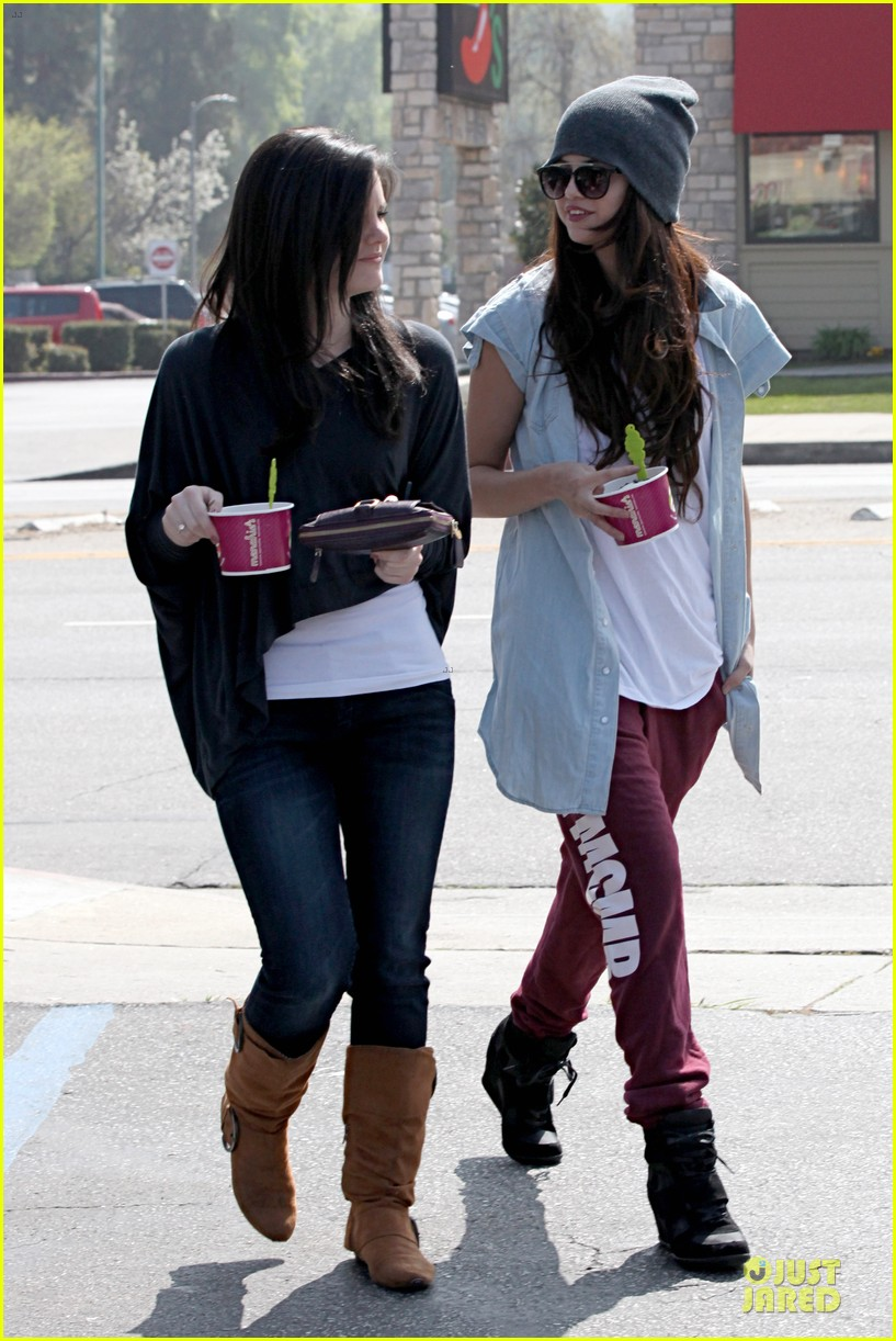 selena gomez frozen yogurt with a gal pal 132825623