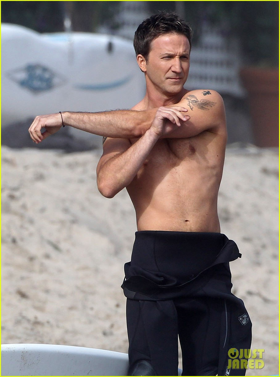 mark paul gosselaar breckin meyer shirtless shirtless on franklin bash set 152829824