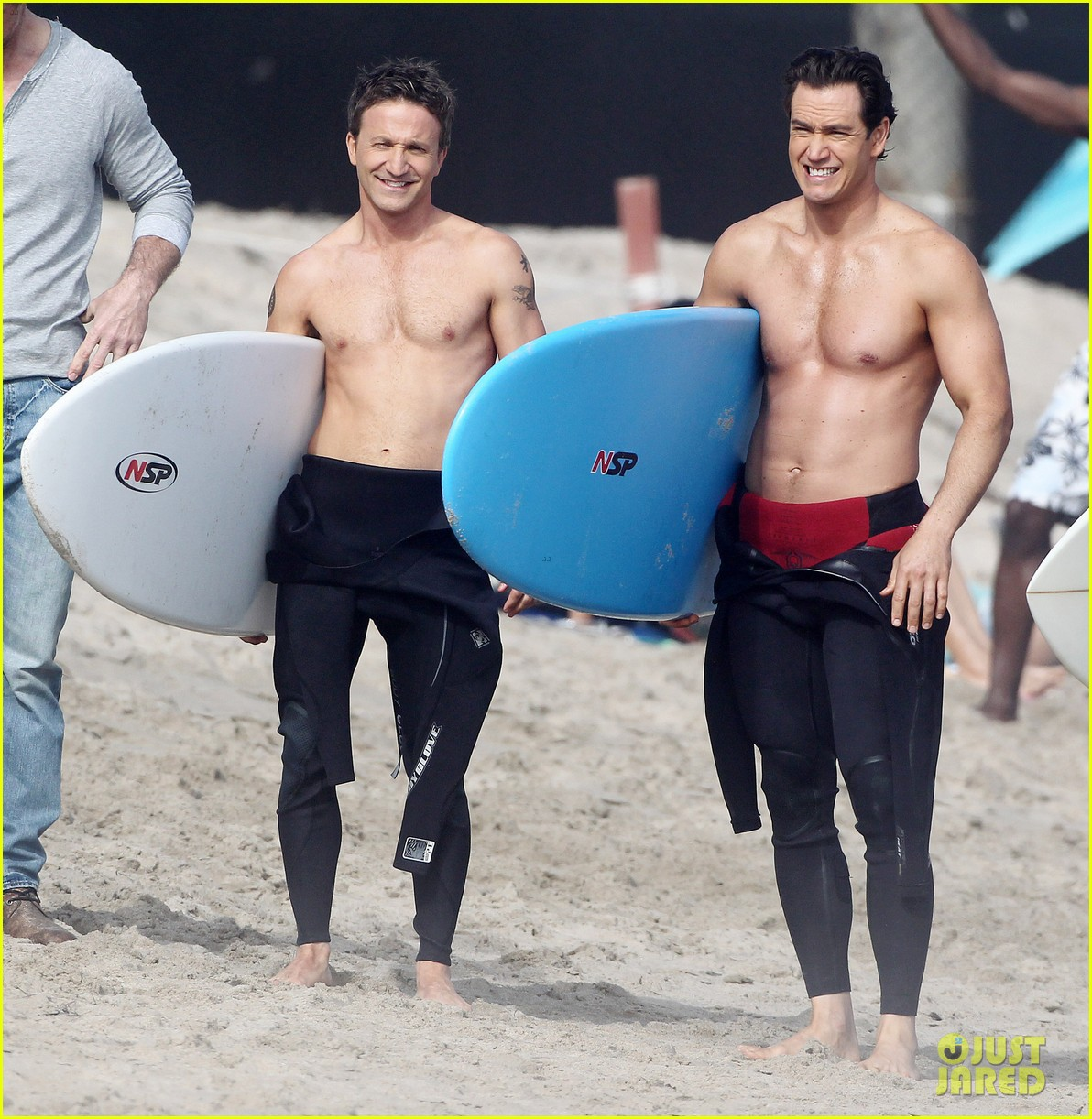 mark paul gosselaar breckin meyer shirtless shirtless on franklin bash set 19