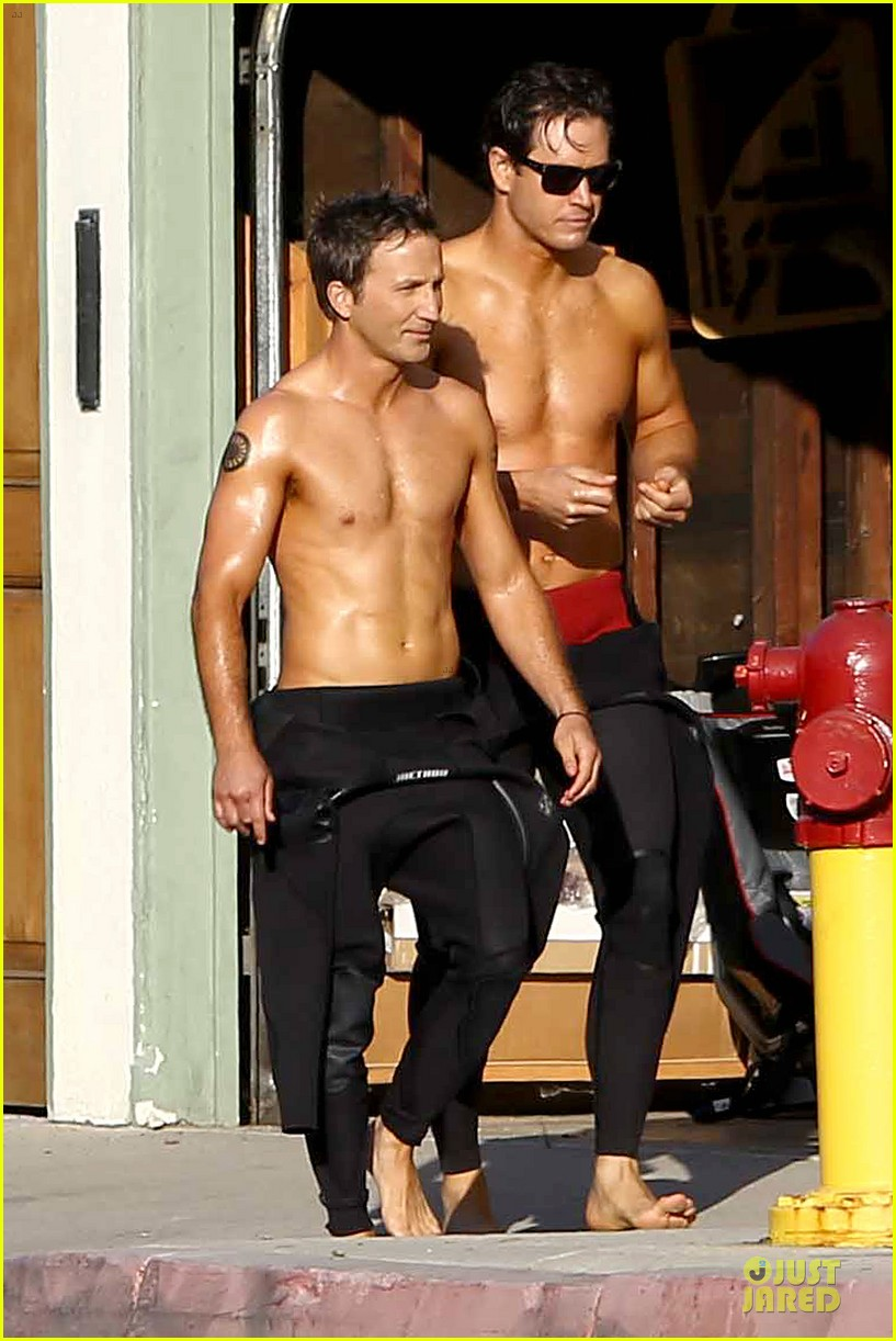 mark paul gosselaar breckin meyer shirtless franklin bash duo 062836017