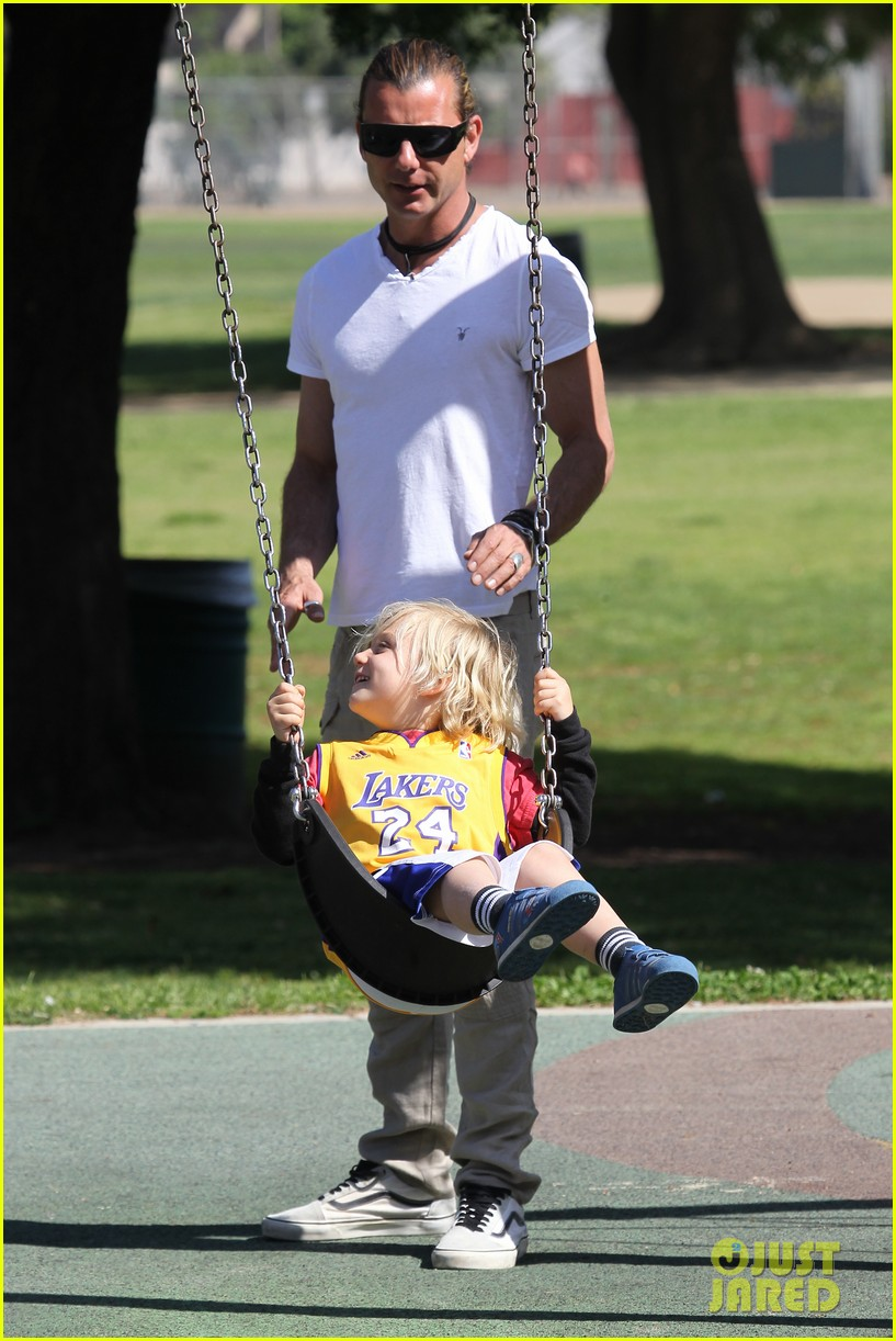 gwen stefani gavin rossdale family fun at the park 03