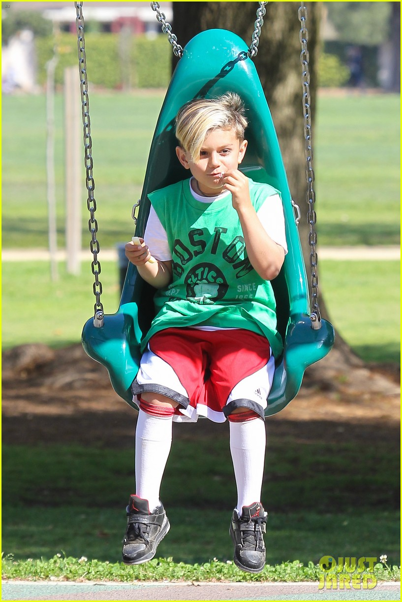 gwen stefani gavin rossdale family fun at the park 04