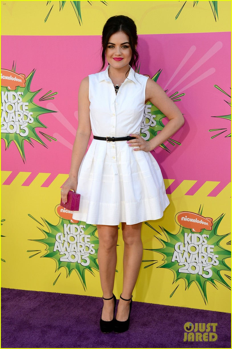 lucy hale logan lerman kids choice awards presenters 01