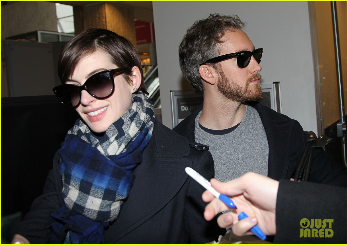 anne hathaway adam shulman back in the big apple 02