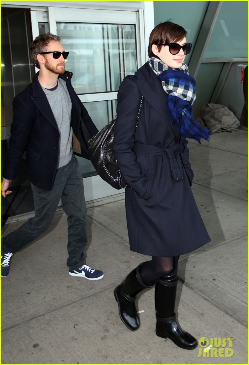 anne hathaway adam shulman back in the big apple 132826757