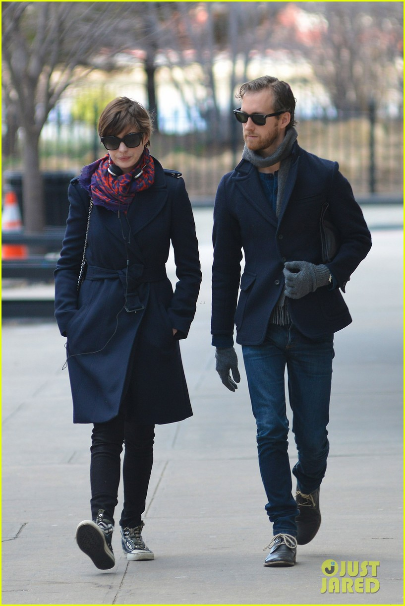 anne hathaway back in brooklyn after philly weekend 062838263