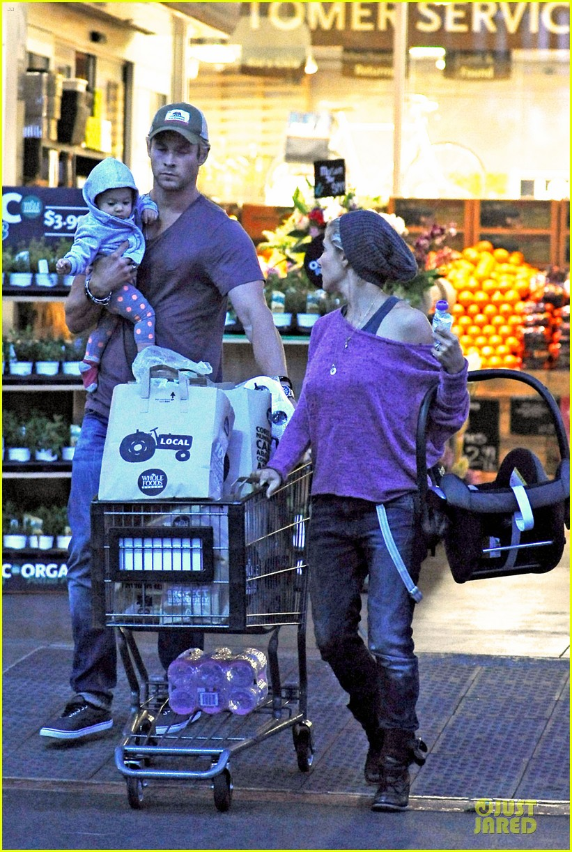 chris hemsworth elsa pataky whole foods family run 03