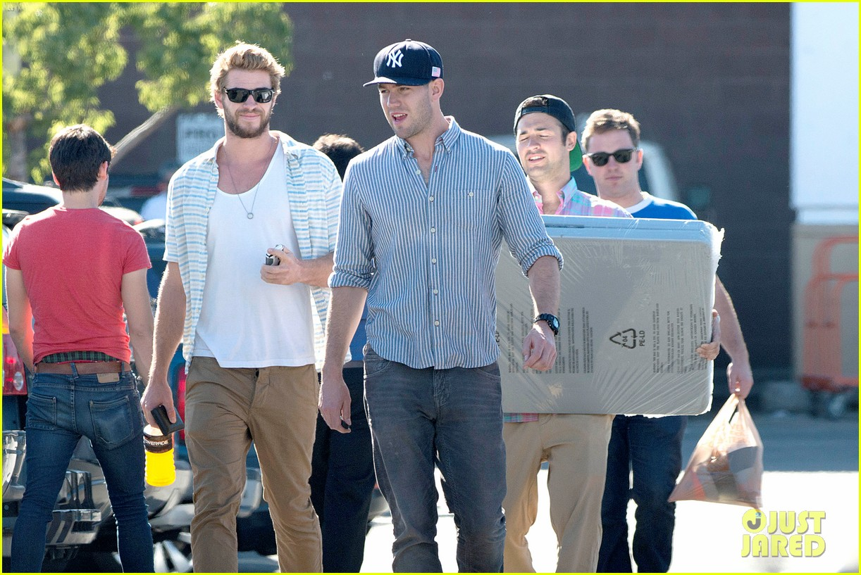 liam hemsworth shops with friends miley cyrus visits studio 02