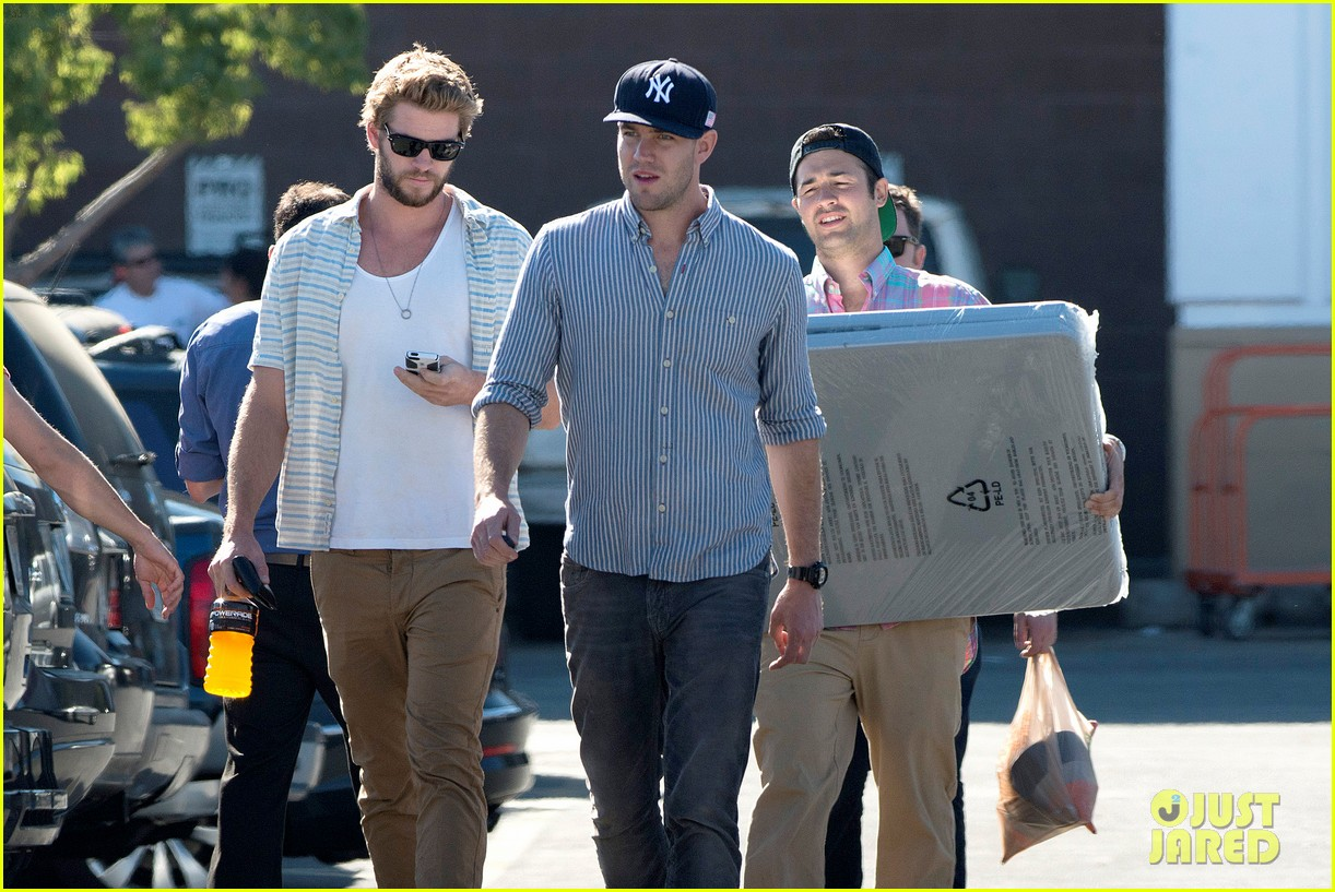 liam hemsworth shops with friends miley cyrus visits studio 12