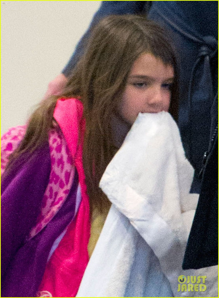 katie holmes suri back from disney world 02