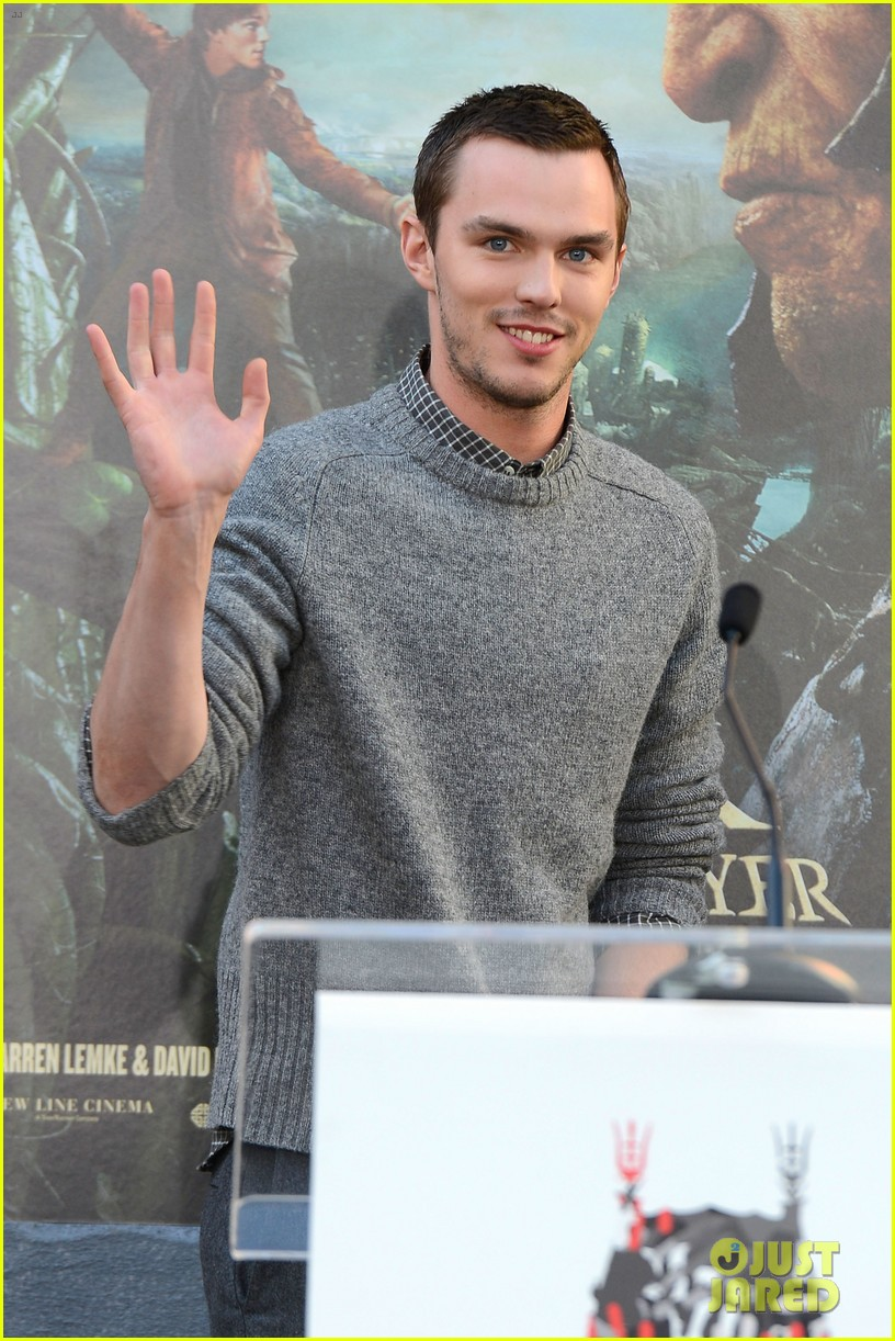 nicholas hoult jack the giant slayer footprint unveiling 02