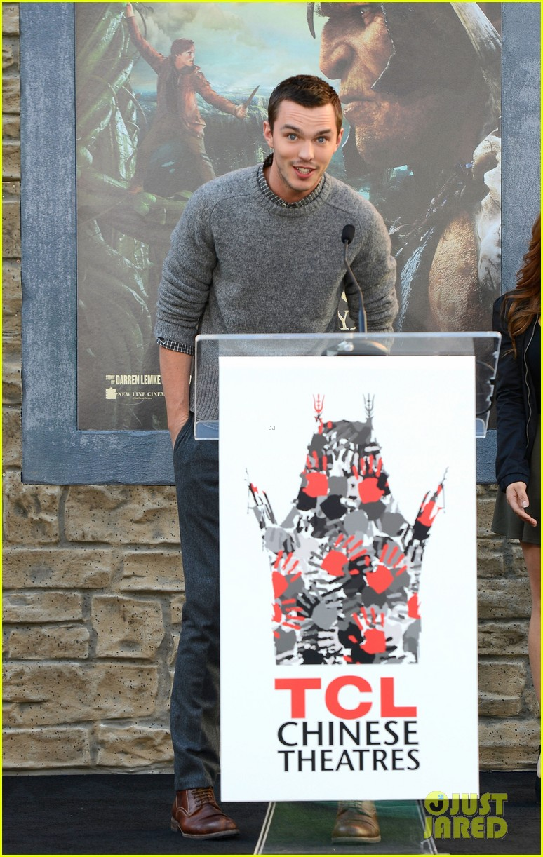 nicholas hoult jack the giant slayer footprint unveiling 06