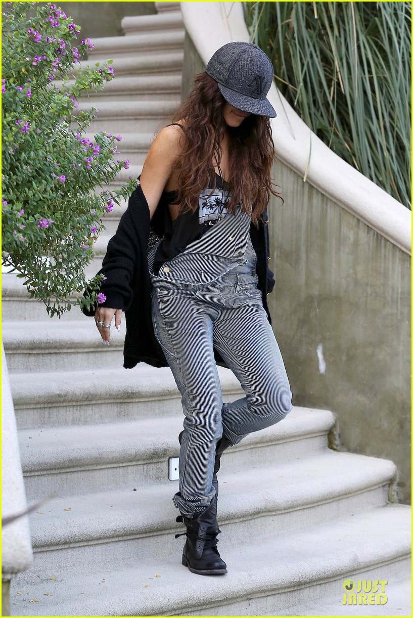 vanessa hudgens selena gomez separate hat covering outings 12