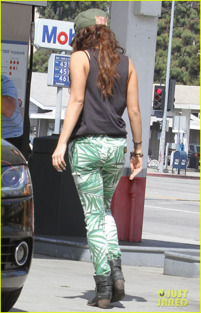 vanessa hudgens low profile gas station stop 15