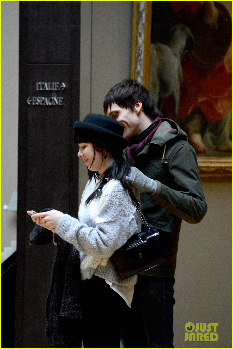 carly rae jepsen matthew koma louvre lovebirds 04