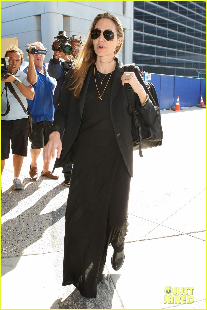angelina jolie lands in los angeles after congo trip 01