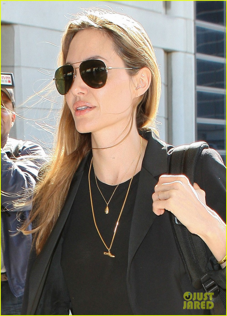 angelina jolie lands in los angeles after congo trip 02