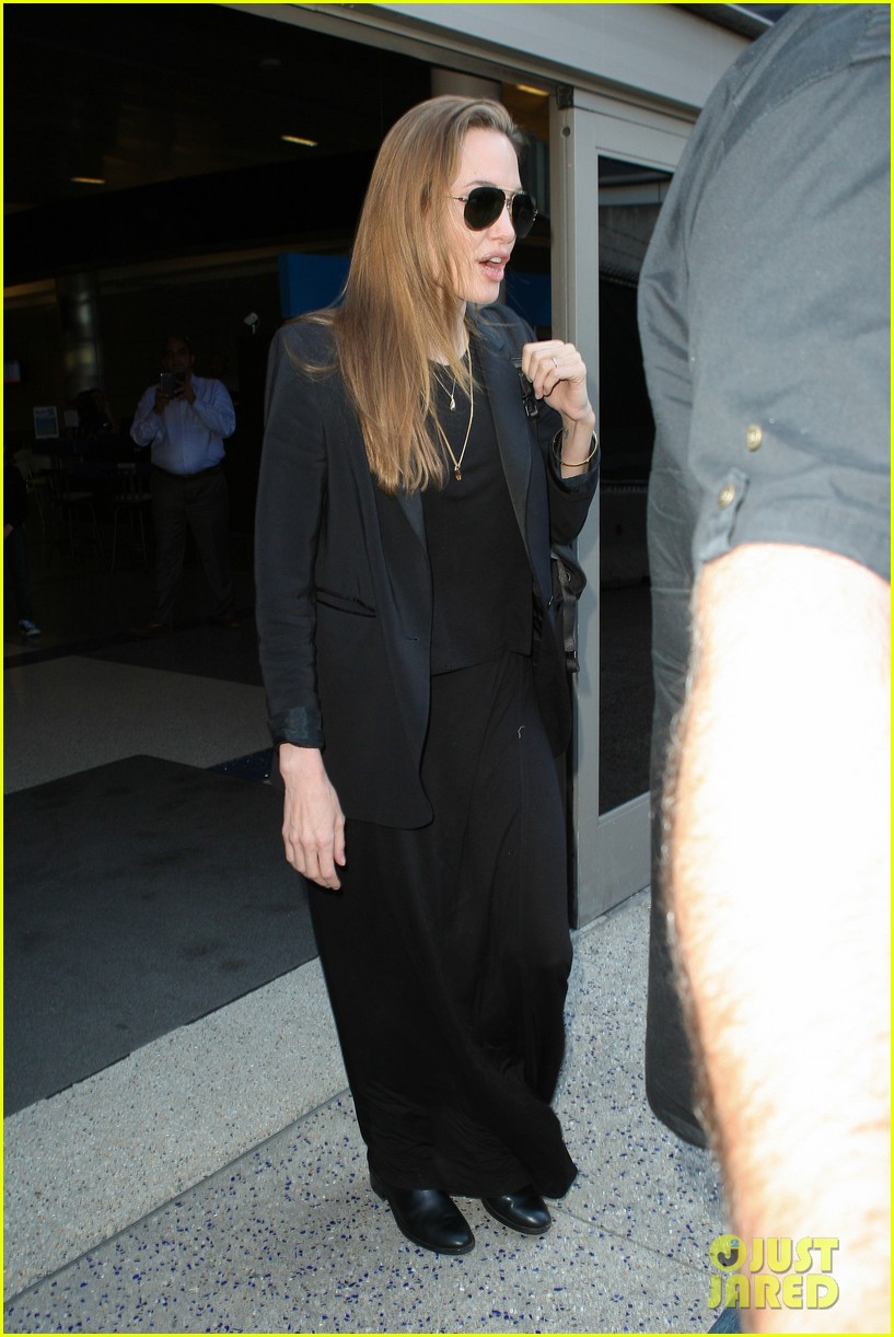 angelina jolie lands in los angeles after congo trip 032838743