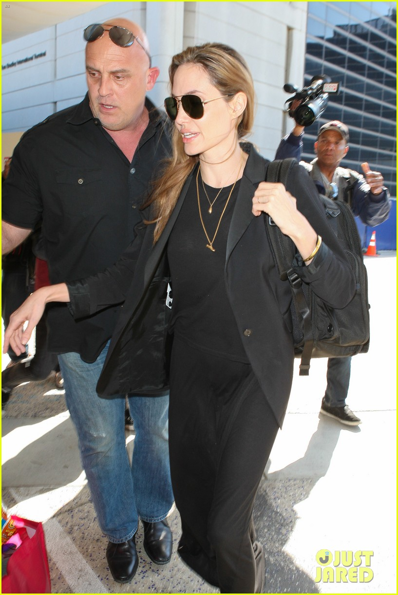 angelina jolie lands in los angeles after congo trip 06