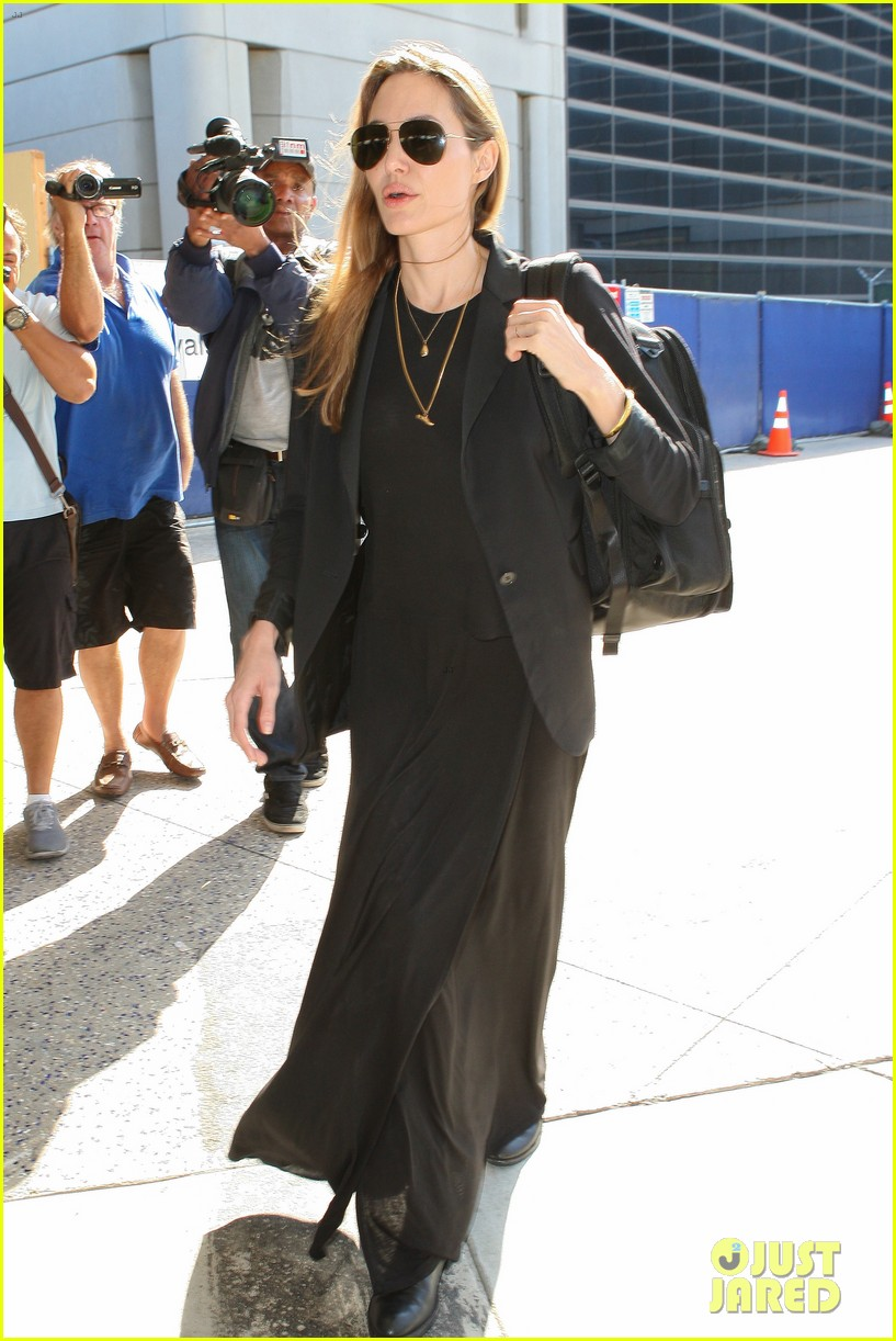 angelina jolie lands in los angeles after congo trip 07